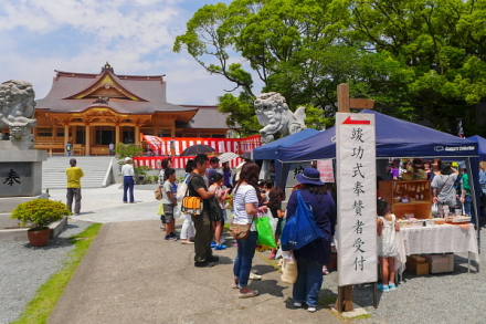 マルシェ開催の三日市浅間神社