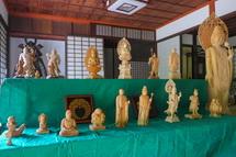木彫作品の展示