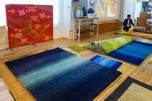 さまざまなハグみじゅうたんが並ぶ