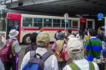 路線バスで移動して軽便「駿遠線」跡のウォーキングを開始