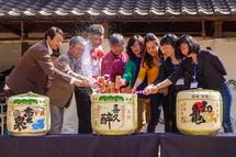 静岡県内各地で「おんぱく」イベントに関わる人達が集合しての鏡割り