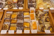 菓子の販売