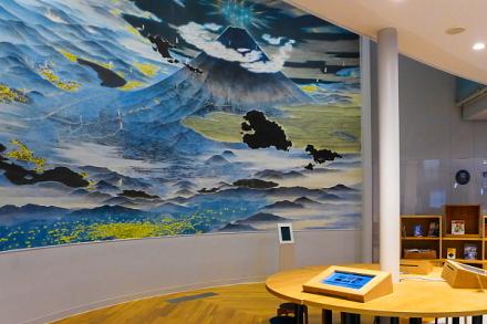 シンボル絵画「冨士北麓参詣曼荼羅」と富士山ライブラリー