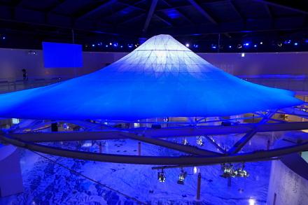見応えある富士山のオブジェ「冨嶽三六○」