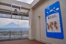 鐘越しに見る富士山