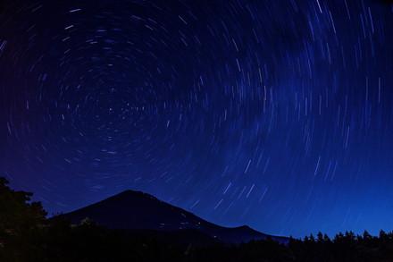 長時間露光で見えた北極星を中心とした星の光跡
