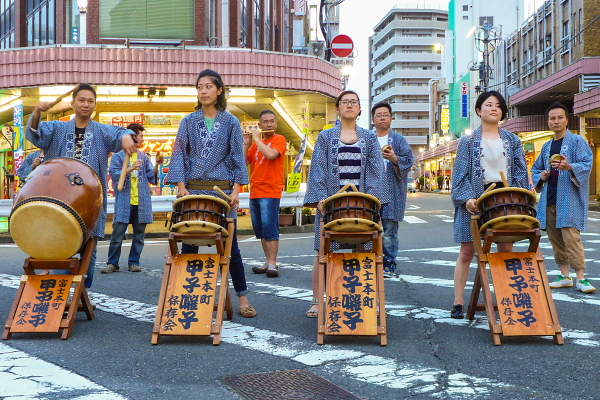 甲子囃子の演奏