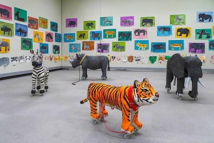 アトリエパセリ作品展開催のロゼシアター展示室