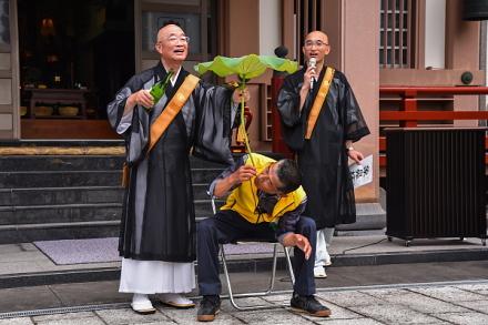 蓮酒(象鼻杯)の実演
