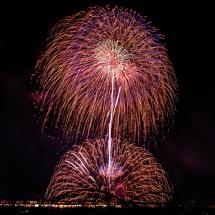 富士川の河原から打ち上がる花火