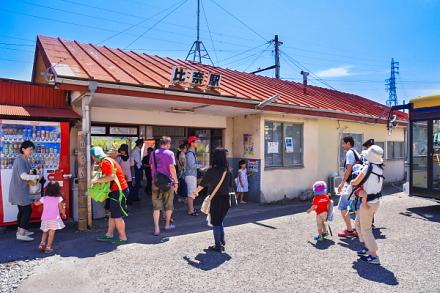 「岳南電車ひなまつり」開催の比奈駅