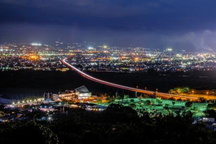 楽座近くの高台からの富士市の夜景