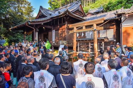 岩淵鳥居講 出発の神事が行われた八坂神社