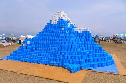 トイレットペーパーの富士山が目を引く会場