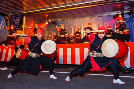沖縄エイサー集団「琉神」の演奏