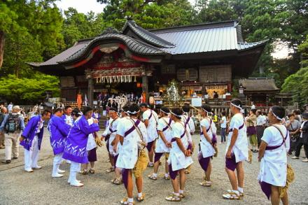 火祭りの神事が始まった北口本宮冨士浅間神社