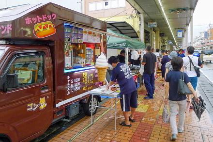 宵の市開催の富士本町商店街