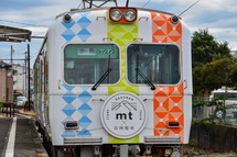 「mt×岳南電車」のヘッドマークもついている