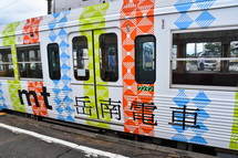 「mt×岳南電車」の文字も大きく入った車両