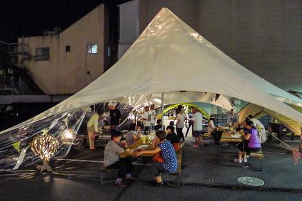 巨大テントを設置してビアガーデンも開催