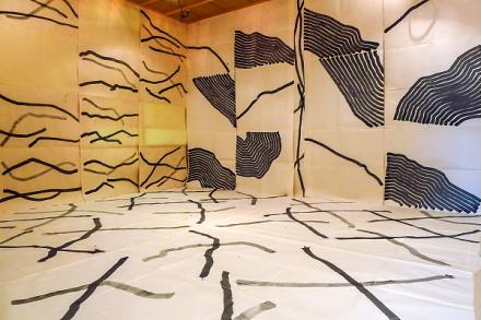 紙のアートフェスティバル展示作品「森に遊ぶ:2016」