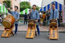 甲子太鼓の演奏