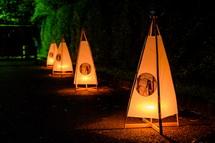 和紙などで作られた灯籠
