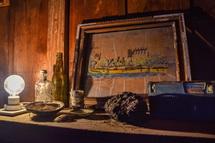 旧加藤酒店裏側の小屋内の展示作品