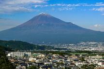 七面堂からの富士山と市街地の眺め
