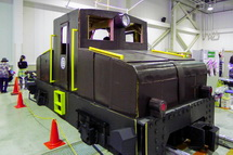「Art-station in GAKUDEN」によるダンボールの実物大機関車
