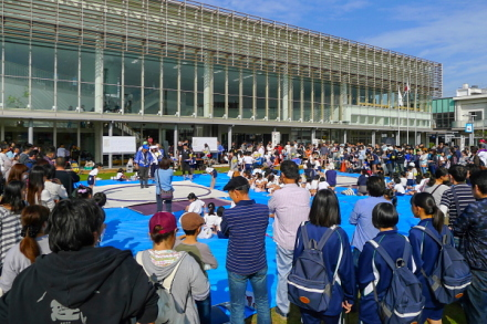 かじま祭り開催の富士市交流プラザ