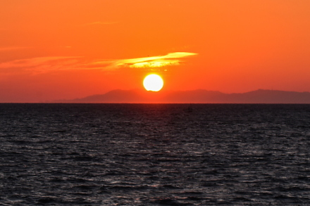 海岸から見る夕陽