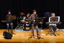 シニア世代による音楽ステージ