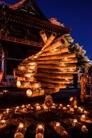 境内を彩る素敵な竹の灯り