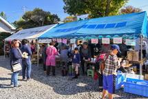 地元住民による飲食の模擬店