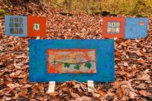 森の中に展示されたアート作品