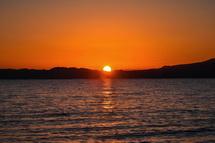 日が昇り始める