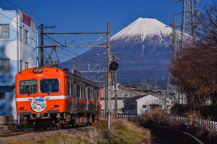 岳南電車と富士山