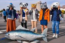 動物マスクをかぶって記念撮影