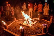 夜の焚き火風景