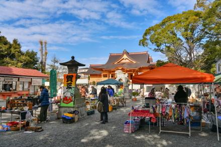 歳の市開催の三日市浅間神社
