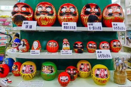 地元静岡を中心としただるまの展示