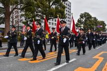 消防団員の行進