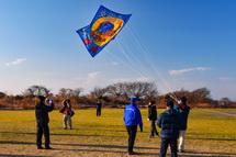 各区手作りの大凧を揚げる