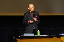 講演する河合教授