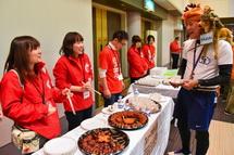 富士市のご当地食材も振る舞われる