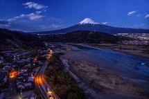 観覧車からの夕暮れ時の富士山