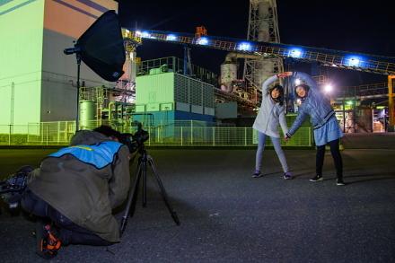 工場夜景をバックに記念撮影サービス