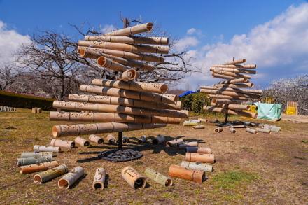 竹灯籠の設置作業