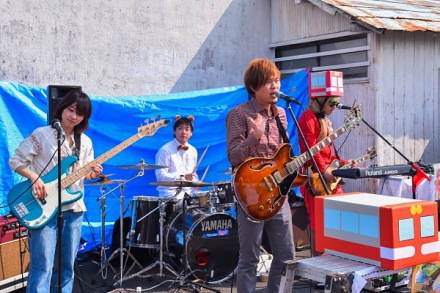 >DATSUN320による応援ソング「岳南電車」の初披露ライブ